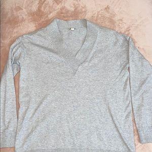 Gap V-neck sweater size small